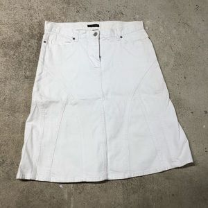 💰New York and Company white fitted flare skirt
